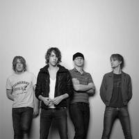 Razorlight - Boys Don't Cry (live)